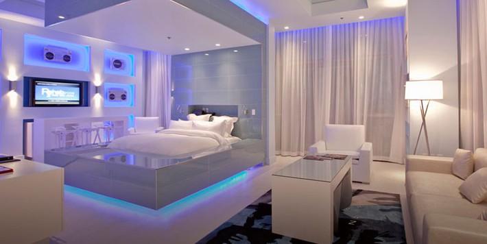 Có sự hỗ trợ của đèn led thì bộ giường ngủ đơn điệu của gia đình cũng trở nên thu hút đến bất ngờ - Ảnh 13.