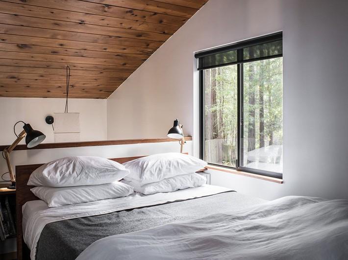 Ngôi nhà gỗ nằm giữa rừng Redwood gây thương nhớ vì vẻ đẹp hiện đại của mình - Ảnh 6.