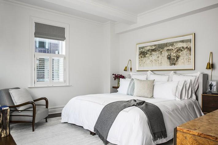 Nhẹ nhàng, đơn giản là thế nhưng một phòng ngủ đơn sắc trắng vẫn là niềm yêu thích của biết bao chị em - Ảnh 9.