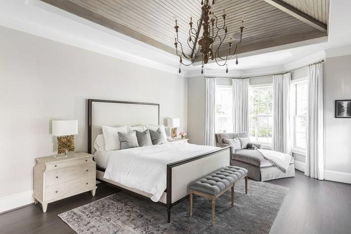 Nhẹ nhàng, đơn giản là thế nhưng một phòng ngủ đơn sắc trắng vẫn là niềm yêu thích của biết bao chị em - Ảnh 17.