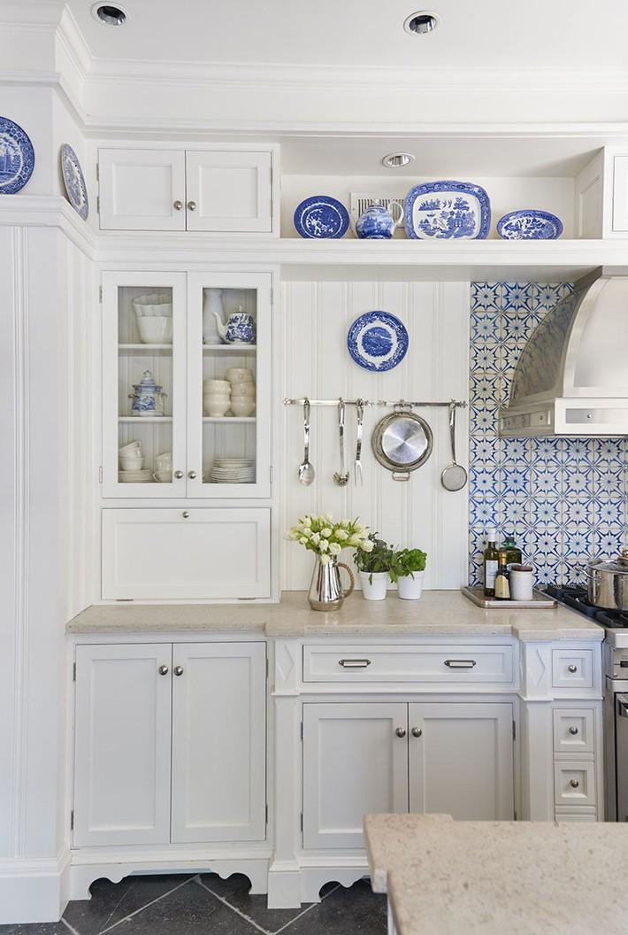 Tuyệt vời làm sao khi bạn có thể trang trí căn bếp gia đình từ chính những đồ dùng, dụng cụ nhà bếp - Ảnh 2.