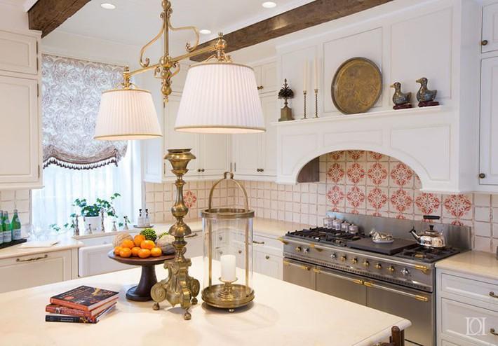 Tuyệt vời làm sao khi bạn có thể trang trí căn bếp gia đình từ chính những đồ dùng, dụng cụ nhà bếp - Ảnh 9.