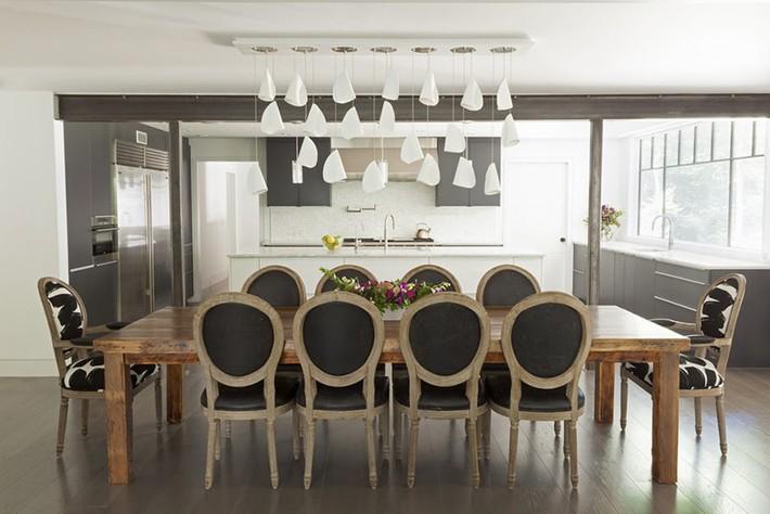 Hãy cẩn thận không bạn sẽ bị choáng ngợp bởi những căn phòng ăn dành riêng cho đại gia đình này - Ảnh 2.