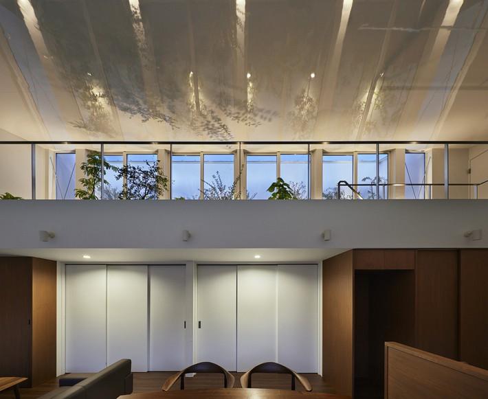 Ngôi nhà gây ấn tượng mạnh vì có lối hành lang được xếp toàn cây cảnh - Ảnh 4.