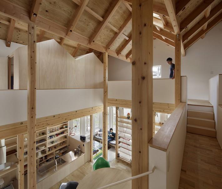 Ngôi nhà có mặt tiền 4 hình chữ nhật gây choáng vì cấu trúc gỗ đẹp tinh xảo bên trong - Ảnh 3.