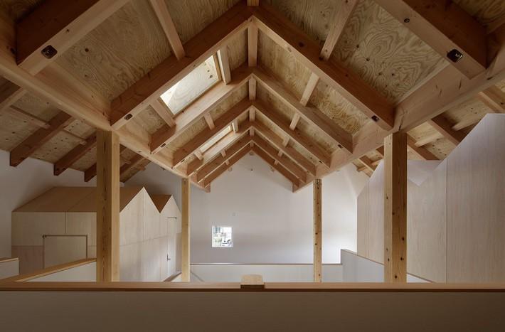 Ngôi nhà có mặt tiền 4 hình chữ nhật gây choáng vì cấu trúc gỗ đẹp tinh xảo bên trong - Ảnh 5.