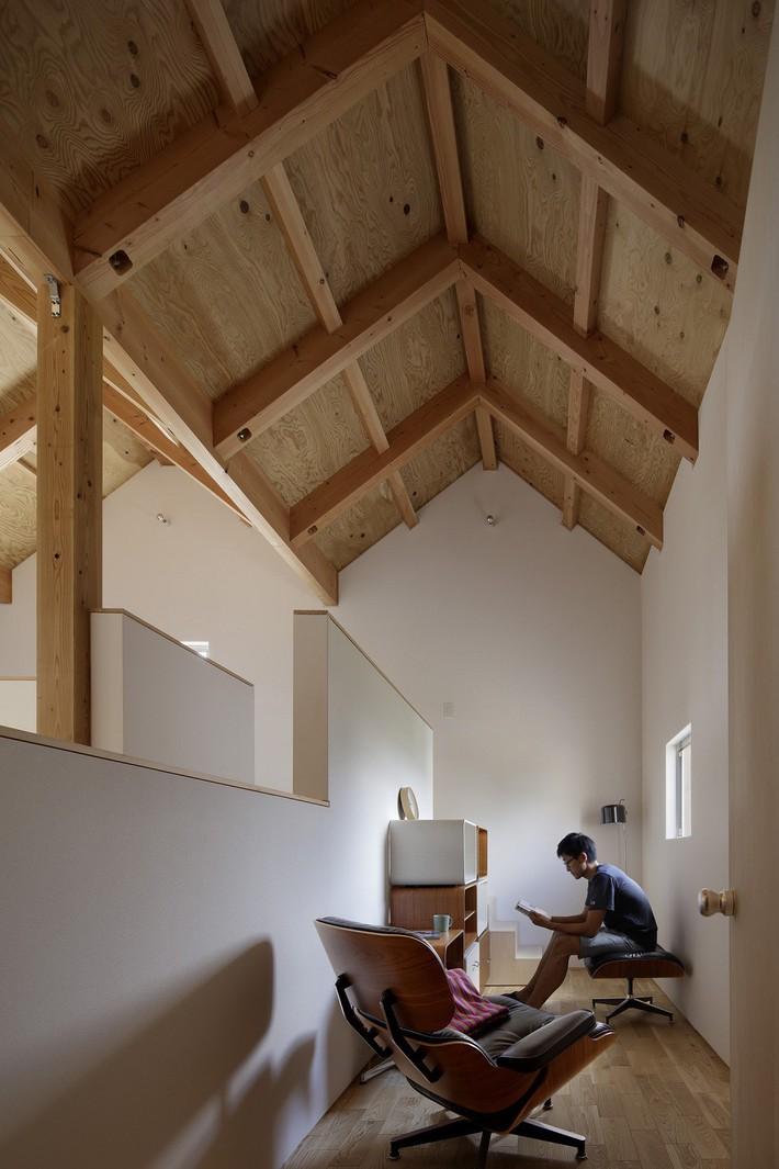 Ngôi nhà có mặt tiền 4 hình chữ nhật gây choáng vì cấu trúc gỗ đẹp tinh xảo bên trong - Ảnh 7.