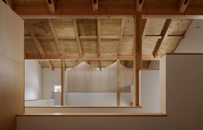 Ngôi nhà có mặt tiền 4 hình chữ nhật gây choáng vì cấu trúc gỗ đẹp tinh xảo bên trong - Ảnh 8.