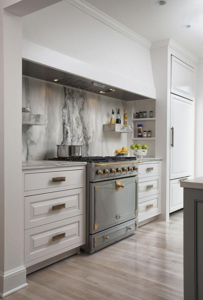 Có lẽ chính bạn cũng chẳng thể ngờ đến những căn bếp màu xám lại có thể đẹp đến vậy - Ảnh 4.