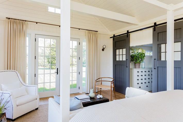 Đã mắt nhìn ngắm những căn phòng ngủ đẹp mơ màng với thiết kế cửa kiểu Pháp - Ảnh 3.
