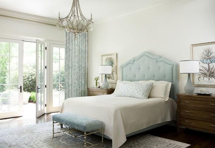Đã mắt nhìn ngắm những căn phòng ngủ đẹp mơ màng với thiết kế cửa kiểu Pháp - Ảnh 5.