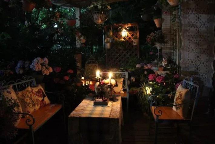 Khu vườn rực rỡ như xứ sở thần tiên của cô gái xinh đẹp với đủ loại hoa khoe sắc - Ảnh 19.