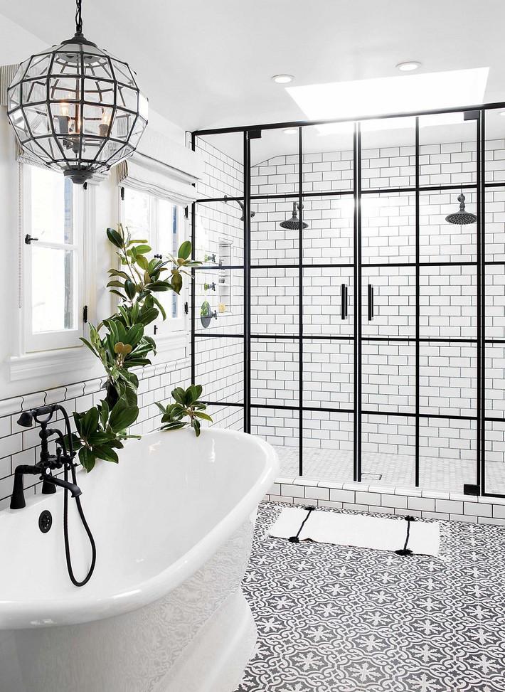 Cận cảnh 3 thiết kế phòng tắm được hồi sinh theo phong cách Tây Ban Nha thập niên 1930 nhờ các vật liệu công nghiệp - Ảnh 1.
