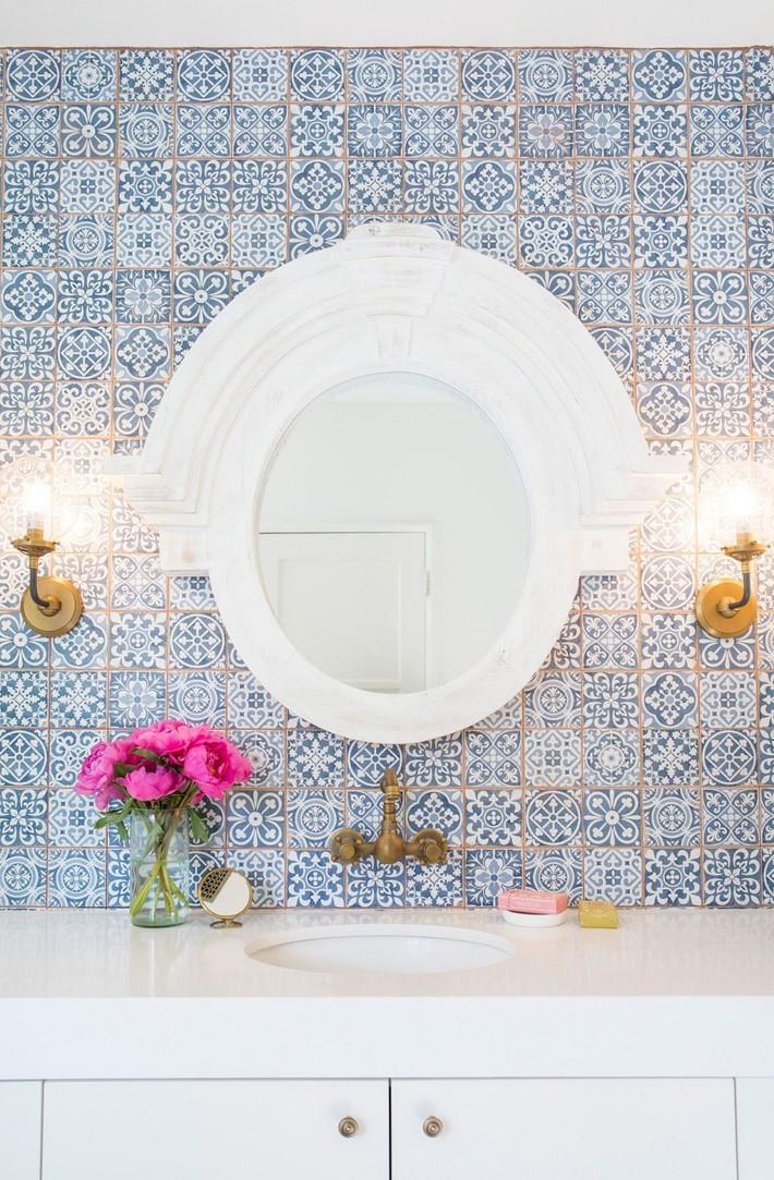 Cận cảnh 3 thiết kế phòng tắm được hồi sinh theo phong cách Tây Ban Nha thập niên 1930 nhờ các vật liệu công nghiệp - Ảnh 7.