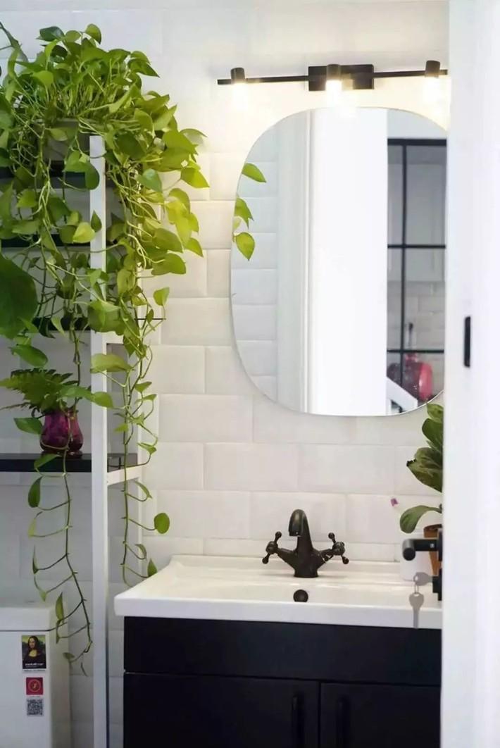 Ngôi nhà ống 50m² vừa tối vừa lạc hậu lột xác đẹp cá tính và hiện đại với màu đen trắng sau cải tạo - Ảnh 23.