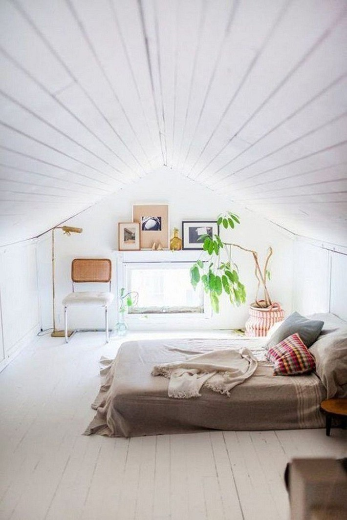 2 cách thiết kế thông minh và hữu ích cho không gian phòng ngủ gác mái mà bạn cần phải biết  - Ảnh 1.