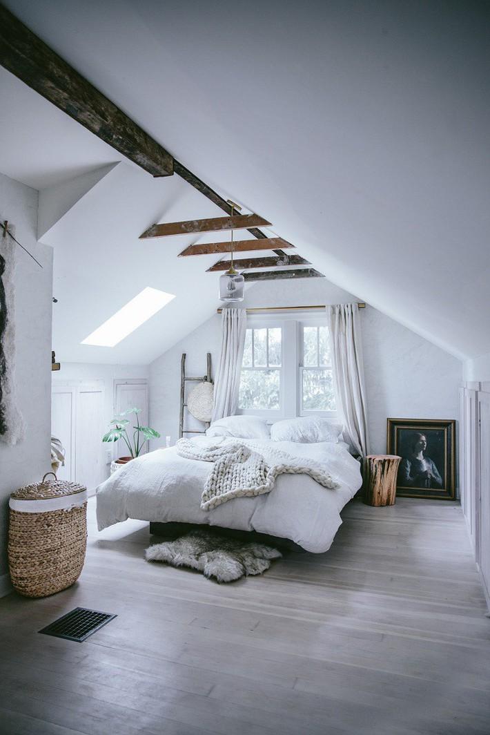 2 cách thiết kế thông minh và hữu ích cho không gian phòng ngủ gác mái mà bạn cần phải biết  - Ảnh 4.