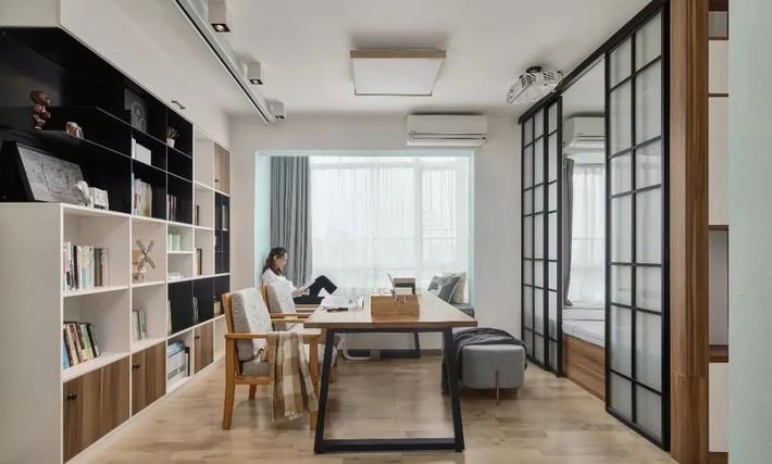 Cặp vợ chồng trẻ cải tạo căn hộ 54m² từ chật hẹp thành không gian vô cùng rộng rãi nhờ khéo thiết kế khu vực lưu trữ - Ảnh 11.
