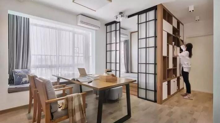 Cặp vợ chồng trẻ cải tạo căn hộ 54m² từ chật hẹp thành không gian vô cùng rộng rãi nhờ khéo thiết kế khu vực lưu trữ - Ảnh 9.