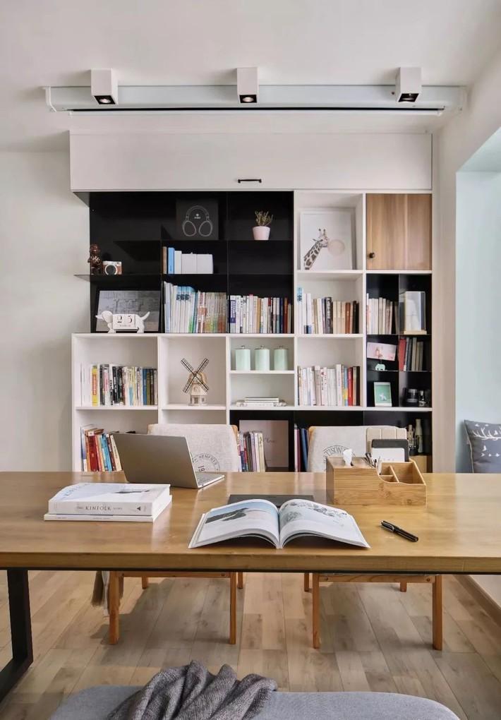 Cặp vợ chồng trẻ cải tạo căn hộ 54m² từ chật hẹp thành không gian vô cùng rộng rãi nhờ khéo thiết kế khu vực lưu trữ - Ảnh 5.