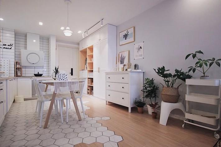 Căn hộ 70m² trên tầng 33 đẹp hút hồn với thiết kế gạch sàn bếp hình lục giác độc đáo - Ảnh 1.