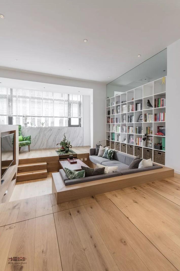 Choáng toàn tập với ngôi nhà sở hữu phòng khách chìm và không gian lưu trữ rộng lớn ẩn dưới mặt sàn bằng gỗ - Ảnh 2.