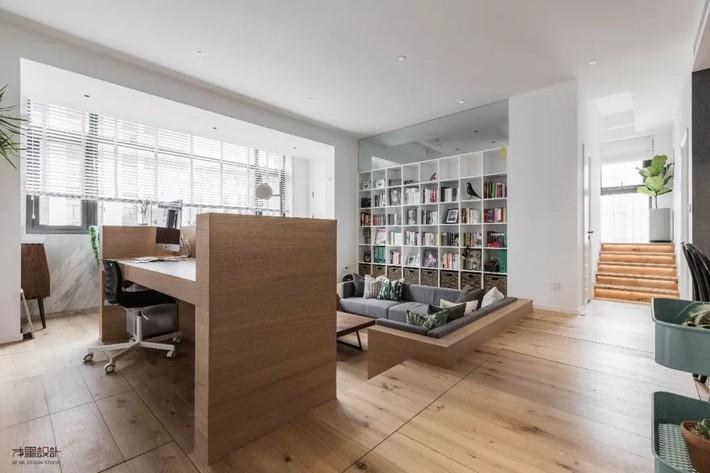 Choáng toàn tập với ngôi nhà sở hữu phòng khách chìm và không gian lưu trữ rộng lớn ẩn dưới mặt sàn bằng gỗ - Ảnh 4.