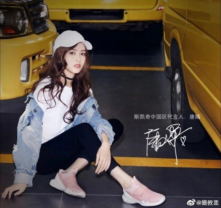 Cùng 1 dáng pose quảng cáo sneaker: Dương Mịch, Angela Baby... khoe đẳng cấp; quay sang Dương Tử bỗng tụt mood - Ảnh 3.