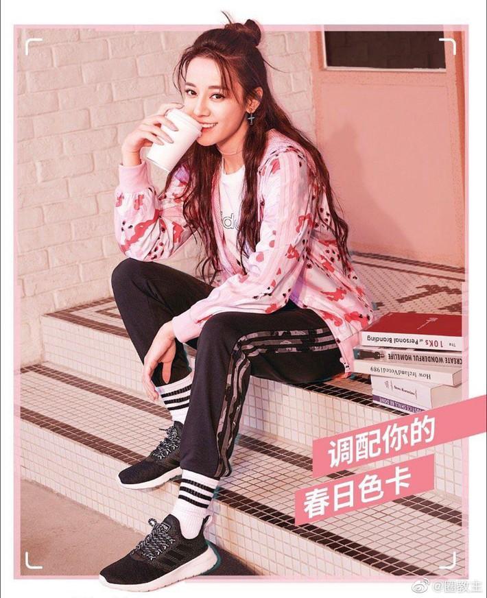 Cùng 1 dáng pose quảng cáo sneaker: Dương Mịch, Angela Baby... khoe đẳng cấp; quay sang Dương Tử bỗng tụt mood - Ảnh 6.