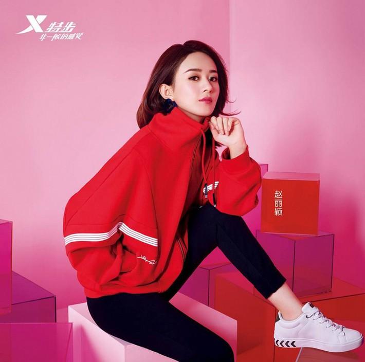 Cùng 1 dáng pose quảng cáo sneaker: Dương Mịch, Angela Baby... khoe đẳng cấp; quay sang Dương Tử bỗng tụt mood - Ảnh 7.