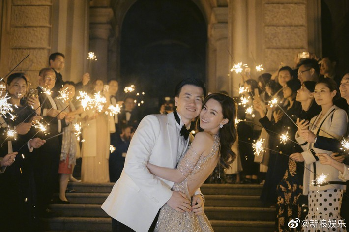 Váy cưới của Văn Vịnh San trong hôn lễ với chồng đại gia: chiếc lộng lẫy xa hoa, chiếc siêu to khổng lồ với mức giá trên trời gây choáng - Ảnh 5.