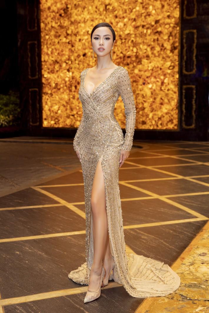 Ngập sắc vàng kim cả một thảm đỏ: Lan Ngọc đài các đúng kiểu Crazy Rich Asian, Nhã Phương long lanh tựa nữ thần - Ảnh 10.
