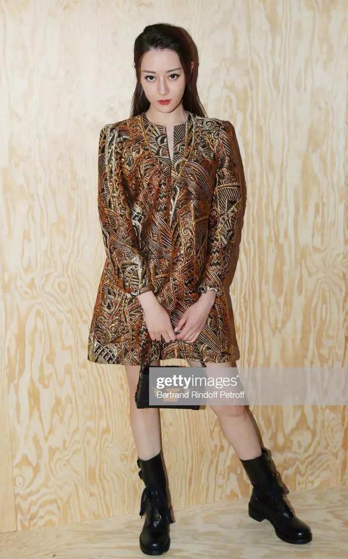 Blogger nổi tiếng ác miệng chê cả dàn sao Cbiz dự fashion week: ví Angela Baby là cô gái vắt sữa bò, gọi Dương Siêu Việt là nữ quỷ - Ảnh 3.