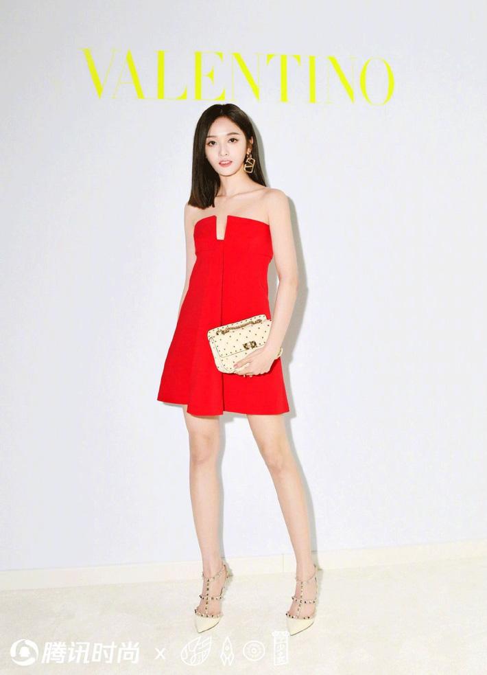 Blogger nổi tiếng ác miệng chê cả dàn sao Cbiz dự fashion week: ví Angela Baby là cô gái vắt sữa bò, gọi Dương Siêu Việt là nữ quỷ - Ảnh 10.