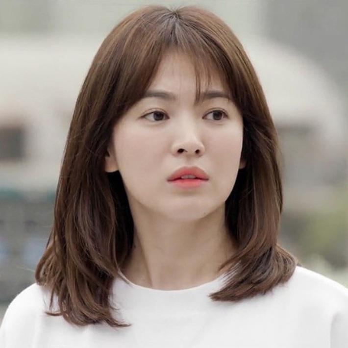 """Loạt bí kíp chăm da của Song Hye Kyo giúp các quý cô rút được """"cả tá"""" chiêu skincare đúng chuẩn - Ảnh 1."""