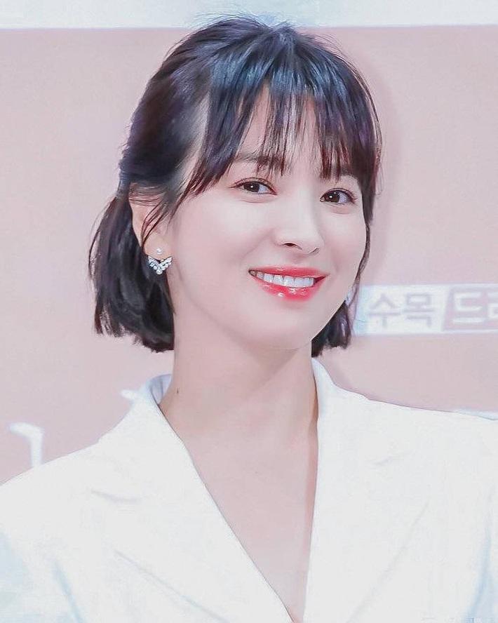 """Loạt bí kíp chăm da của Song Hye Kyo giúp các quý cô rút được """"cả tá"""" chiêu skincare đúng chuẩn - Ảnh 4."""