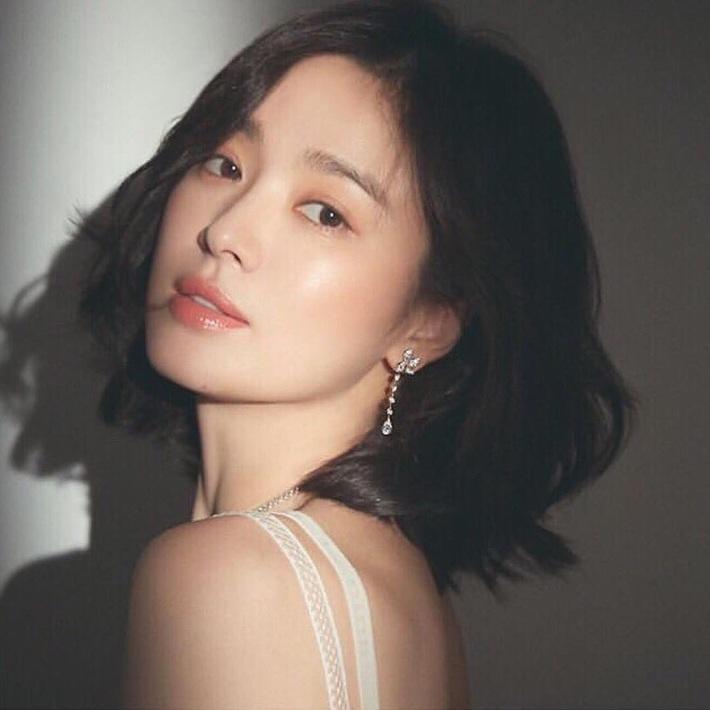 """Loạt bí kíp chăm da của Song Hye Kyo giúp các quý cô rút được """"cả tá"""" chiêu skincare đúng chuẩn - Ảnh 2."""