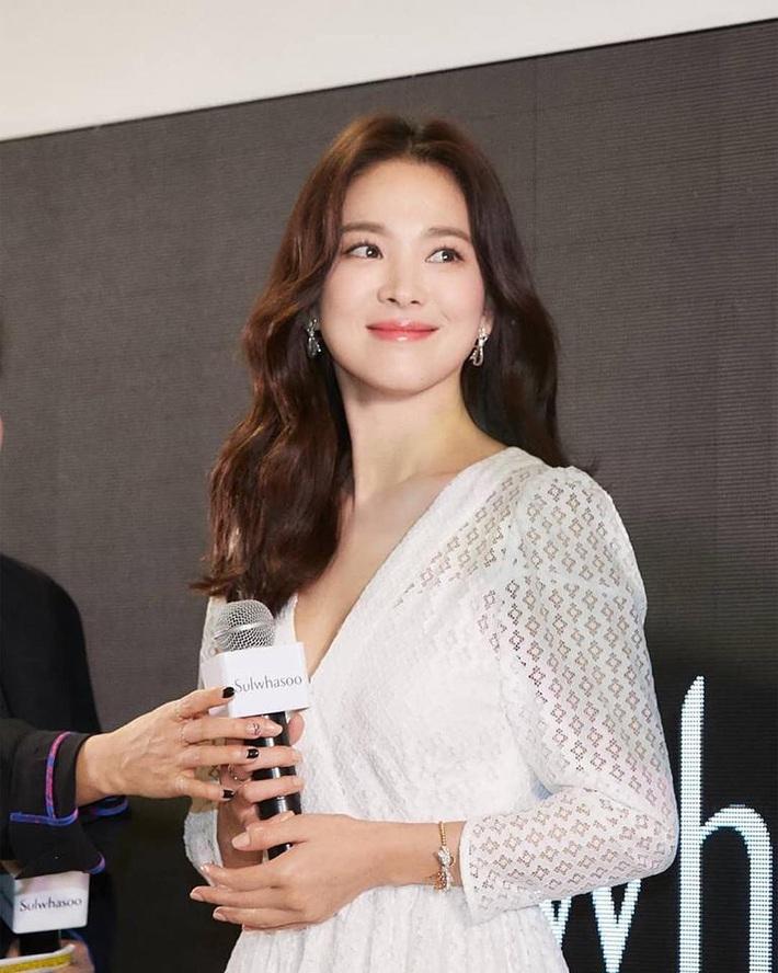 """Loạt bí kíp chăm da của Song Hye Kyo giúp các quý cô rút được """"cả tá"""" chiêu skincare đúng chuẩn - Ảnh 6."""
