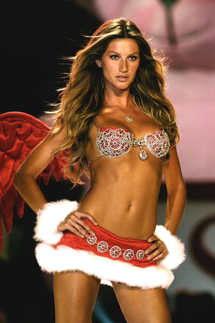 Lịch sử Fantasy Bra tiền tỷ của Victorias Secret: Ngày càng đẹp nhưng lại ngày một rẻ, phần nào báo trước tương lai lụi tàn của VSFS - Ảnh 14.