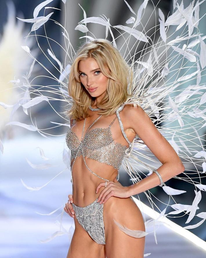 Lịch sử Fantasy Bra tiền tỷ của Victorias Secret: Ngày càng đẹp nhưng lại ngày một rẻ, phần nào báo trước tương lai lụi tàn của VSFS - Ảnh 1.
