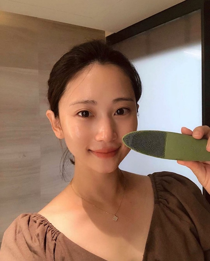 """Máy rửa mặt hình ngón tay đang được """"đắc sủng"""" trong hội mê skincare xứ Hàn: Bạn cũng nên gom """"thóc"""" tậu về trước Tết là vừa đẹp - Ảnh 7."""