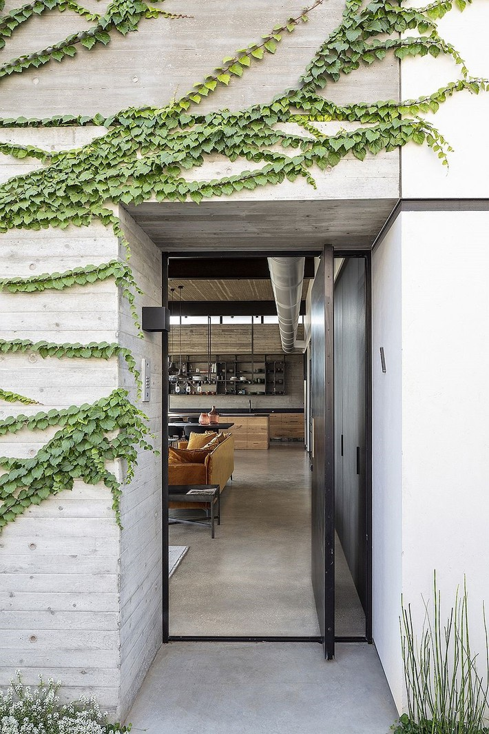Ngắm ngôi nhà có nét thiết kế cởi mở và hiện đại nằm giữa cảnh quan đầy sự đối lập đến không tưởng - Ảnh 11.
