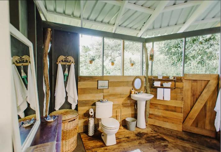 Ngôi nhà Hawaii mộc mạc gây thương nhớ vì được xây dựng bằng tay với các đồ nội thất thủ công đẹp tinh tế - Ảnh 10.