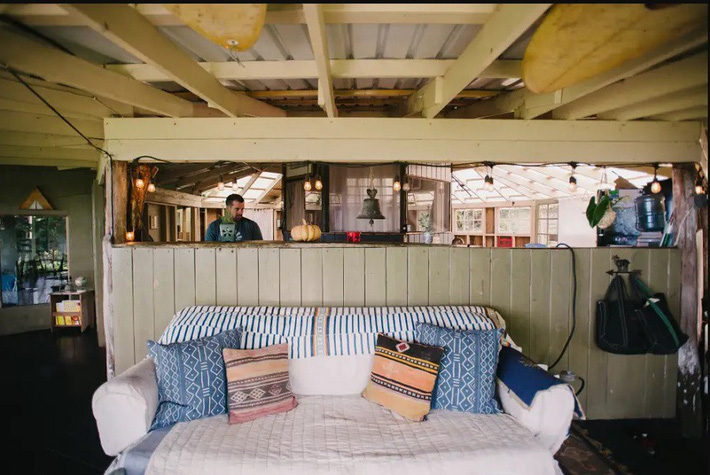 Ngôi nhà Hawaii mộc mạc gây thương nhớ vì được xây dựng bằng tay với các đồ nội thất thủ công đẹp tinh tế - Ảnh 12.