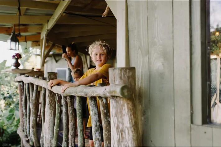Ngôi nhà Hawaii mộc mạc gây thương nhớ vì được xây dựng bằng tay với các đồ nội thất thủ công đẹp tinh tế - Ảnh 13.
