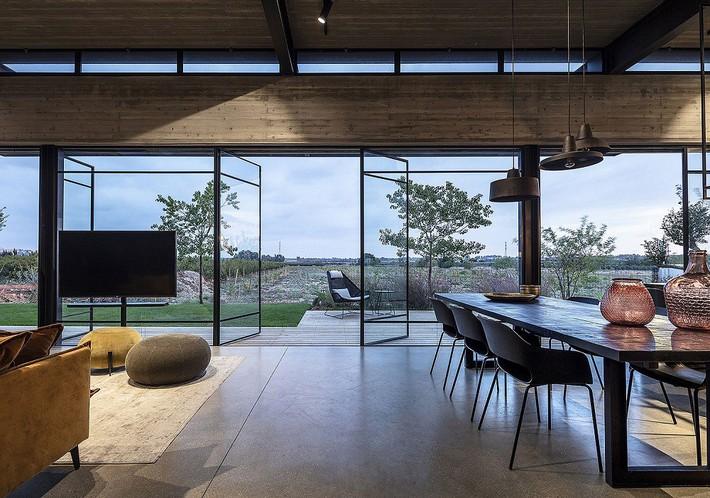 Ngắm ngôi nhà có nét thiết kế cởi mở và hiện đại nằm giữa cảnh quan đầy sự đối lập đến không tưởng - Ảnh 3.