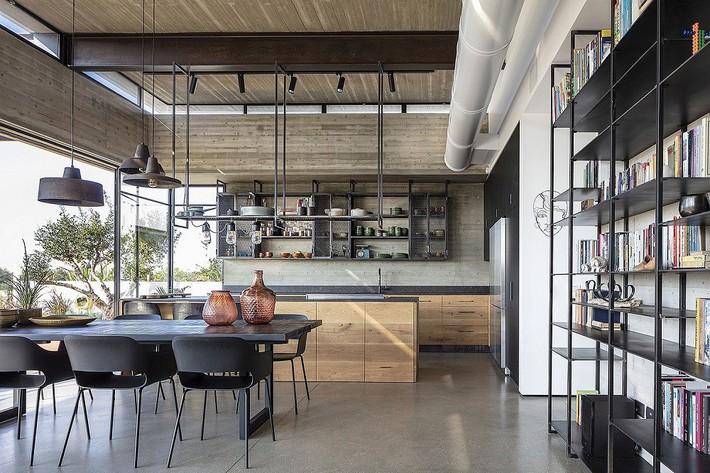 Ngắm ngôi nhà có nét thiết kế cởi mở và hiện đại nằm giữa cảnh quan đầy sự đối lập đến không tưởng - Ảnh 4.