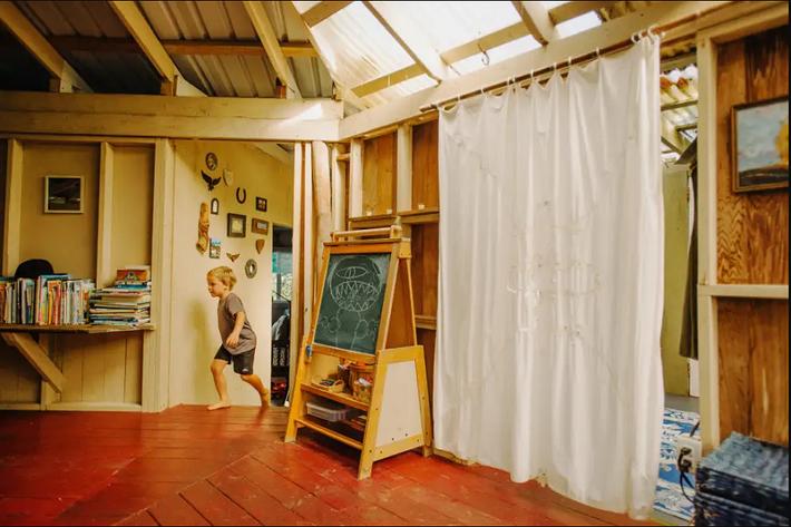 Ngôi nhà Hawaii mộc mạc gây thương nhớ vì được xây dựng bằng tay với các đồ nội thất thủ công đẹp tinh tế - Ảnh 4.