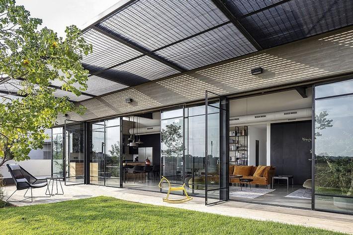 Ngắm ngôi nhà có nét thiết kế cởi mở và hiện đại nằm giữa cảnh quan đầy sự đối lập đến không tưởng - Ảnh 9.