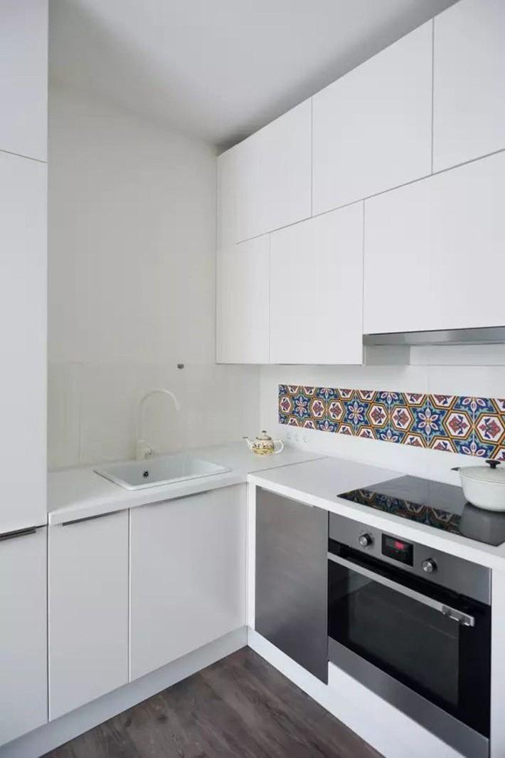 Căn hộ chỉ 35m² nhưng đẹp nổi bật và ấn tượng với bồn tắm rộng rãi, sang chảnh của vợ chồng trẻ - Ảnh 11.